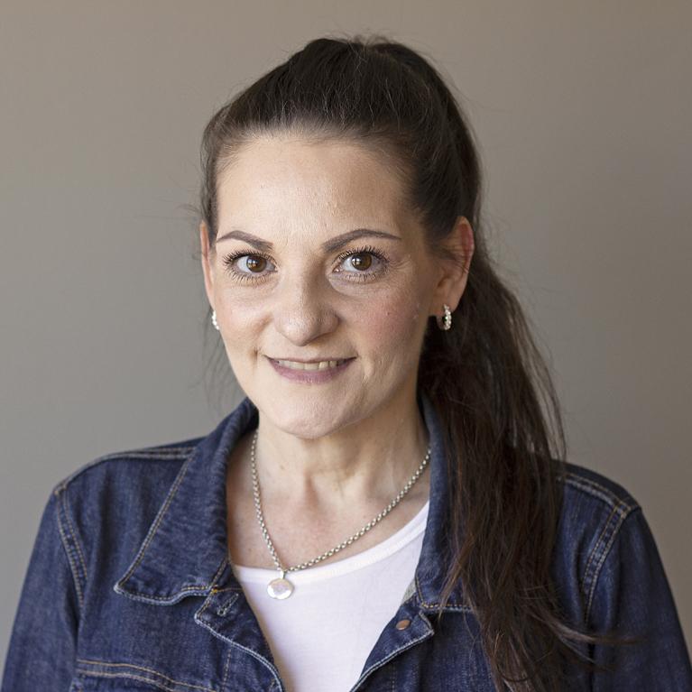 Karen Schwartz bio photo